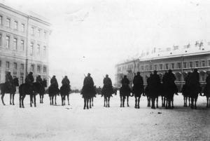 Zentralbild Unruhen in St. Petersburg, Januar 1905. UBz.: der Urizky-Platz vor dem Winterpalast wird durch Militär abgesperrt 832-05 [Scherl Bilderdienst]